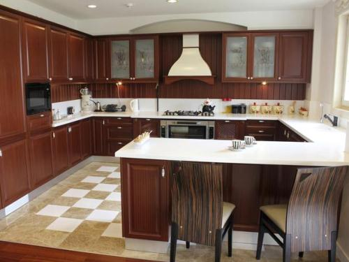 How to Design a Small U Shaped Kitchen