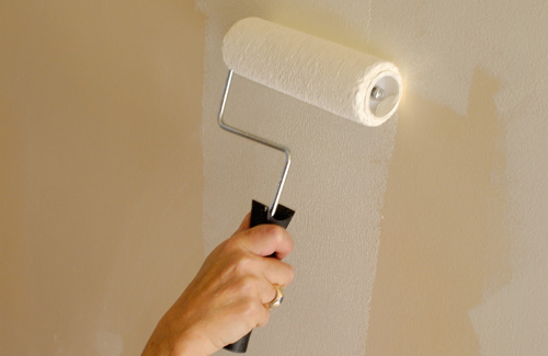 some basic tips on painting your home painting wall using roller