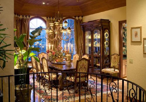 mediteranian dining room