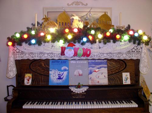 Black Piano Decoration for Christmas