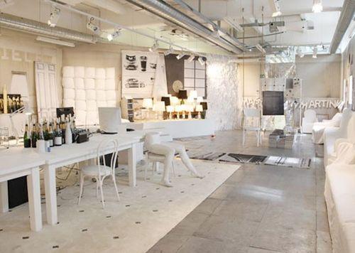 White Home Workshop Arrangement