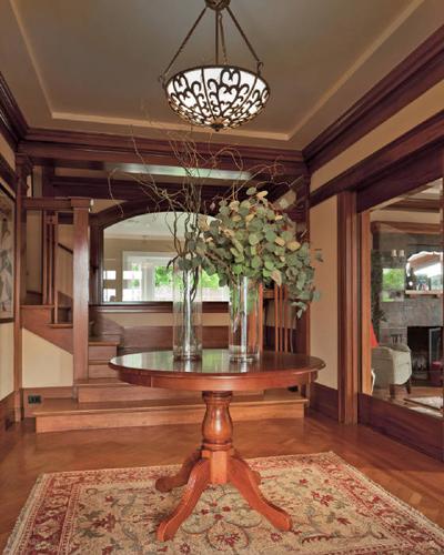 Agra Rug Design in entryway