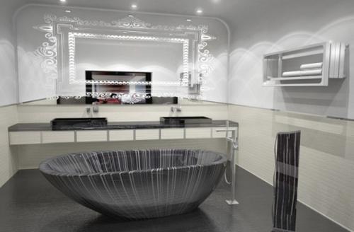 Handmade Wooden Bathtub Design