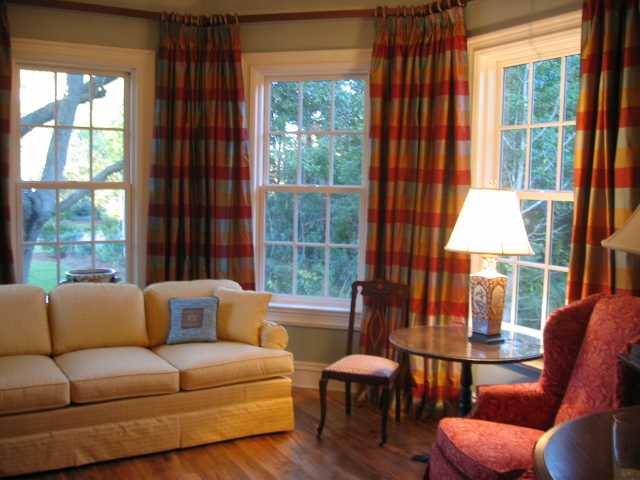 Window Treatment in Warm look