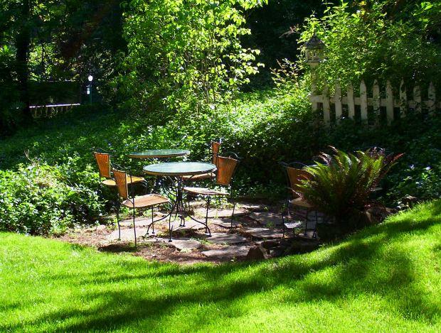 Garden Design in Lush Green